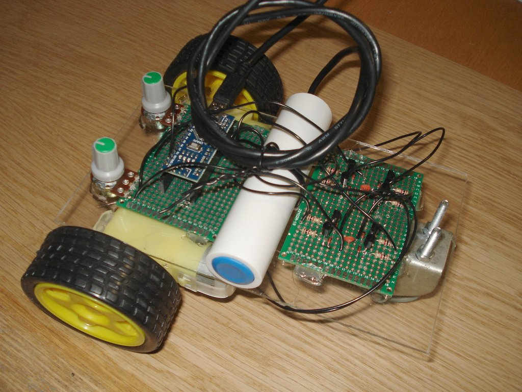 Dual DC motor controller with Arduino